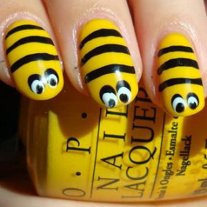 Bee-Nail-Art-Halloween-Tutorial