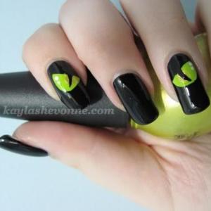 Black Cat Halloween Nail Art