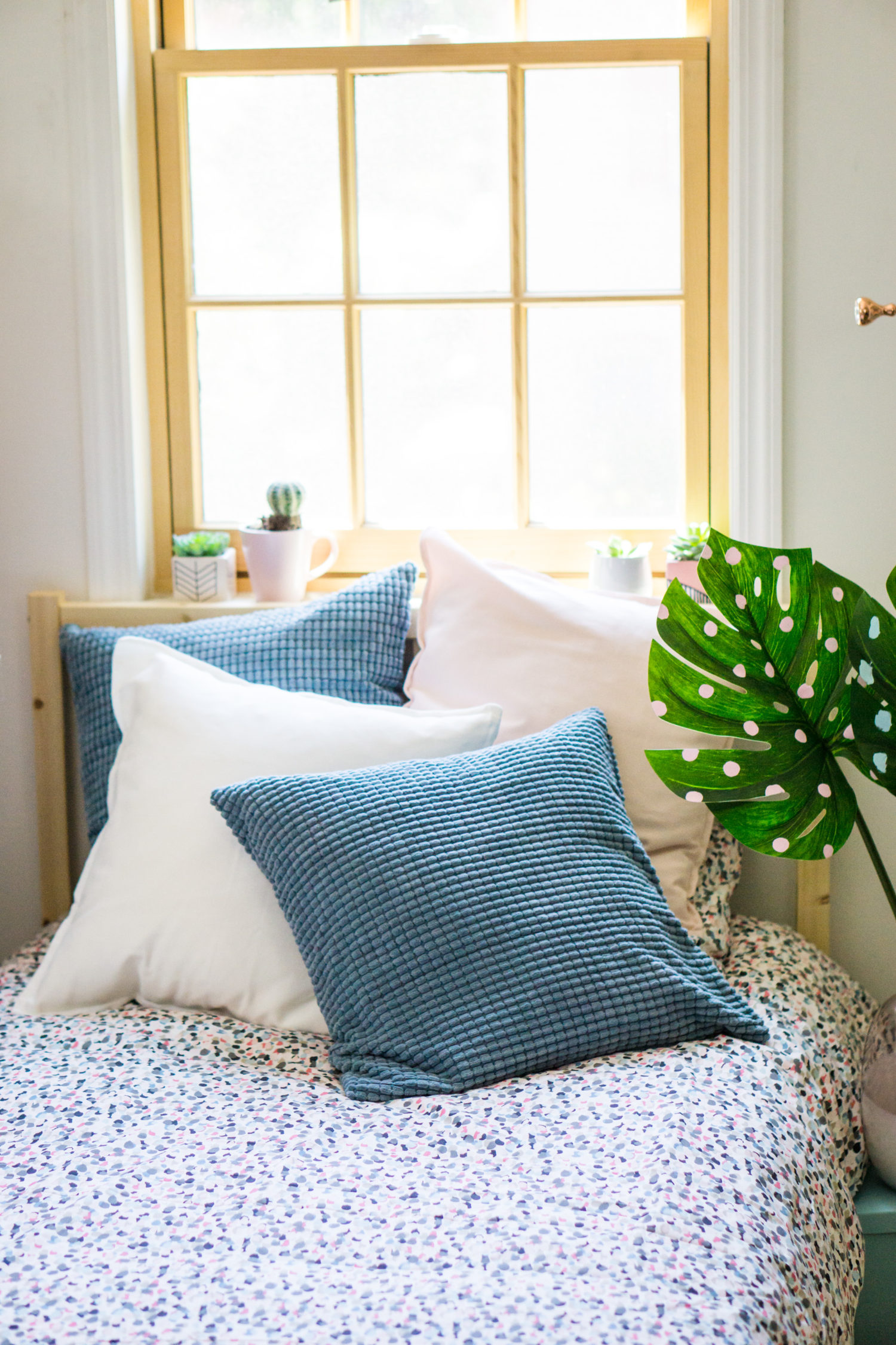 IKEA dorm decor - how to decorate a bed